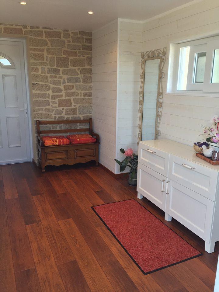 lambris epic a brut de sciage blanc ets castel bois. Black Bedroom Furniture Sets. Home Design Ideas