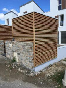 Bardage-Douglas-à-claire-voie-Chantier-Saint-Renan-2-225x300