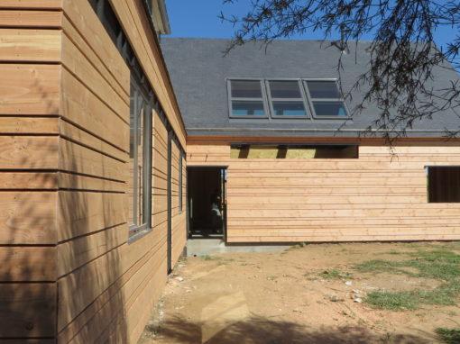 Bardage-Douglas-Brut-de-sciage-en-3-largeurs-Chantier-sur-Kerlouan-4-510x382