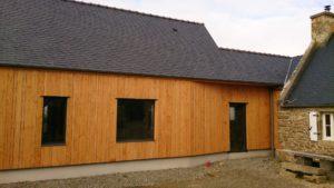 Bardage-Douglas-Brut-de-sciage-en-3-largeurs-Chantier-sur-Portsall-300x169
