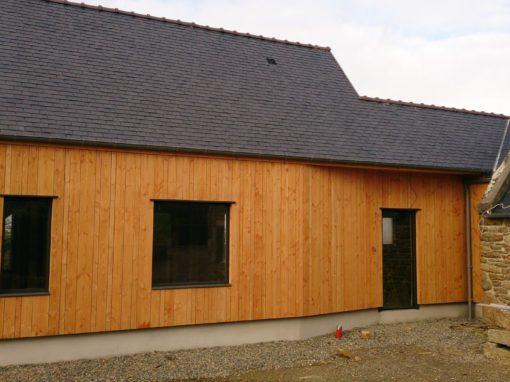 Bardage-Douglas-Brut-de-sciage-en-3-largeurs-Chantier-sur-Portsall-510x382