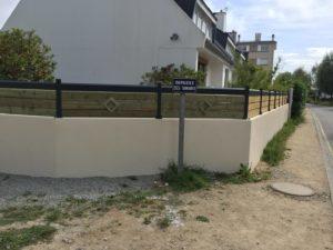 Palissade-Pin-Sylvestre-Biseauté-Traité-Classe-4-vert-Chantier-sur-Plougonvelin-300x225