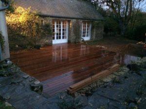 Terrasse-Ipé-avec-fixations-invisibles-Chantier-sur-Plougonvelin-2-300x225