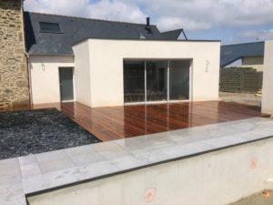 Terrasse-Ipé-avec-fixations-invisibles-Chantier-sur-Plouzané-2-300x225