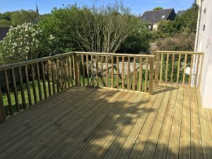 Terrasse-Pin-Sylvestre-Traité-Classe-4-Vert-4-300x225